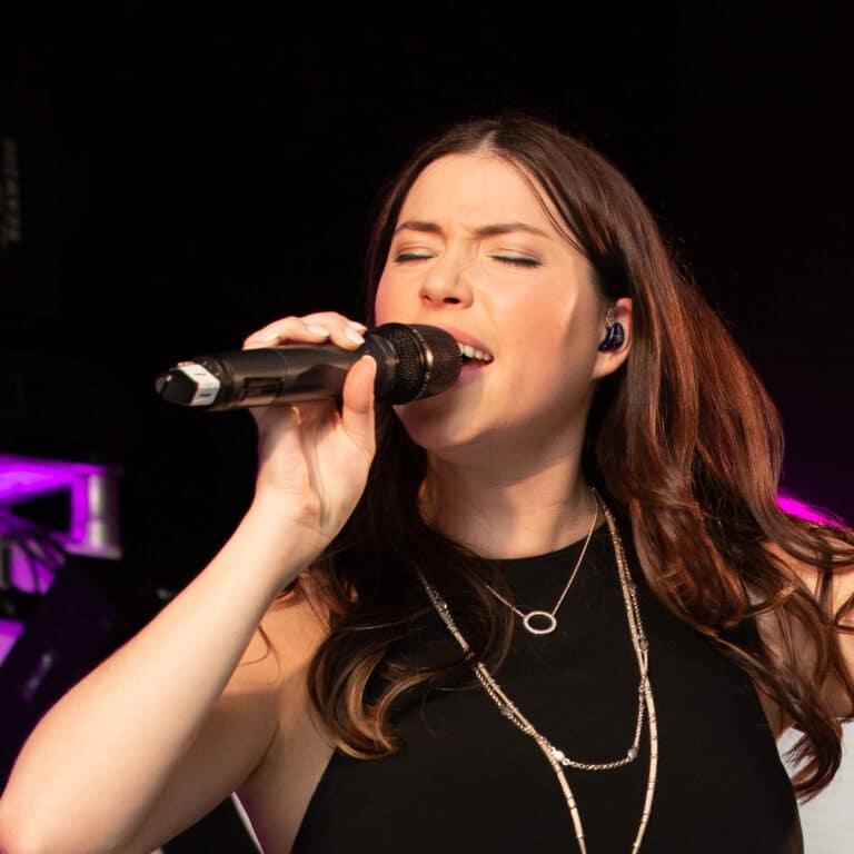 Jordana female vocalist for In10City Band